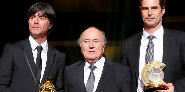 creditFIFA#kellerman (à droite)# meilleure coach FIFA 2014 football féminin