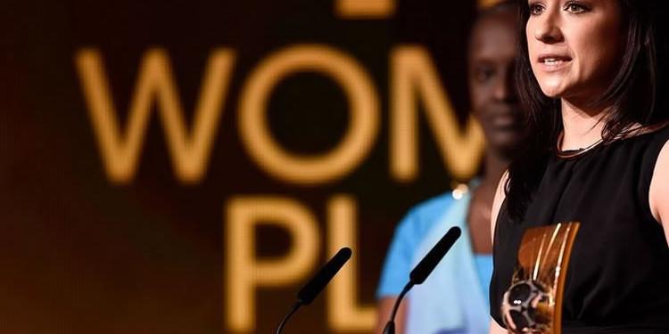 Credit FIFA#Trophée meilleure joueuse FIFA#Nadine Kessler#lesfeminines.fr
