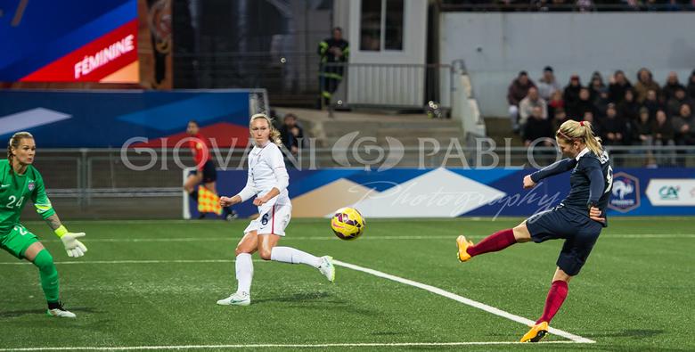 Eugénie Le Sommer après un controle poitrine tente sa chance face aux USA Credit Gianni Pablo #Lesfeminines.fr