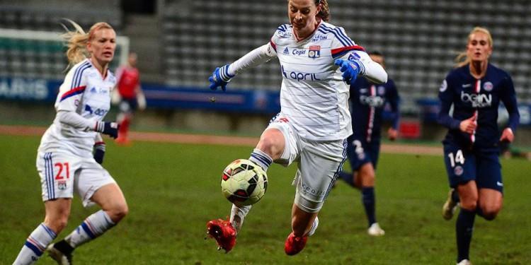 Lotta schelin face au PSG - 21 février 2015 # crédit Le progrès P.juste