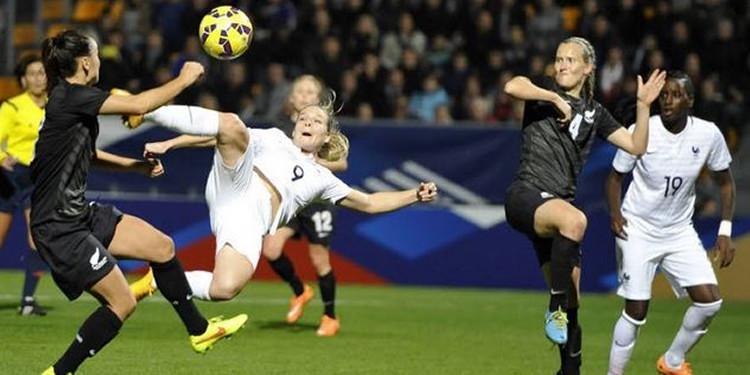 Football féminin. Eugénie Le Sommer face à la Nouvelle Zelande