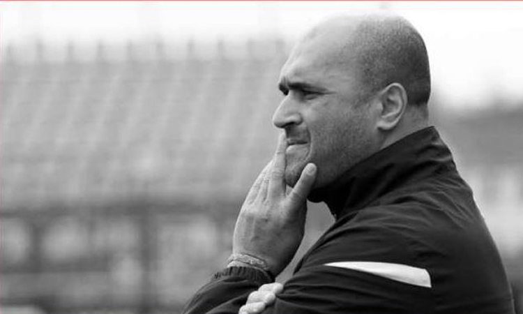 FC Rouen. Qualifié en demi-finale. Un coach calme et posé pour un match de rêve et de fête.