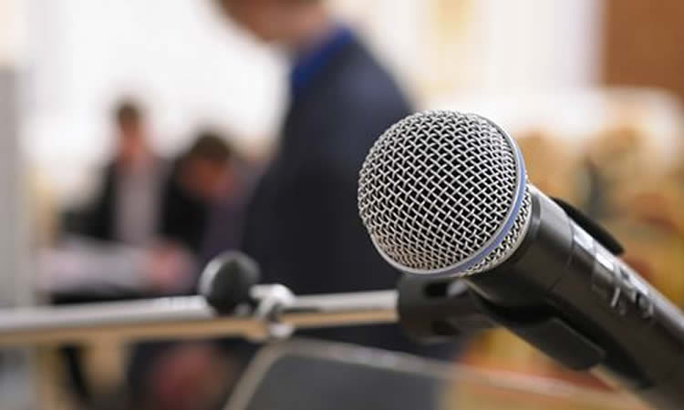Conférence de presse. lesfeminines.fr