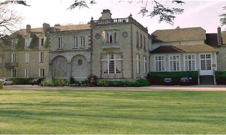 Les Bleues – vous êtes cordialement invité-es au Château de Clairefontaine