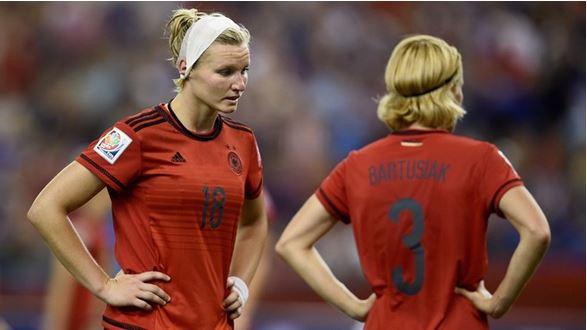 Angleterre – Allemagne : Une sortie difficile pour Silvia Neid ou un futur et habituel trio mondial : USA, Japon, Allemagne.