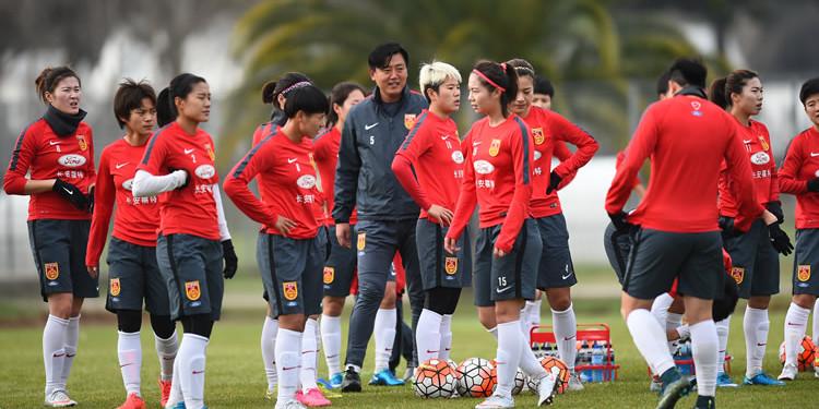 Le groupe de la Chine pour son voyage en France. Crédit lesfeminines.fr
