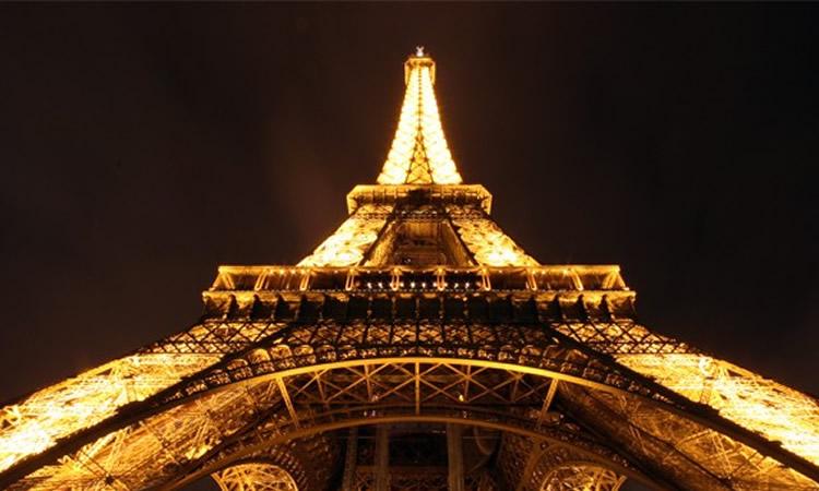 Euro 2016. Fan-Zone. Magnifique de voir un match face à la Tour Eiffel.
