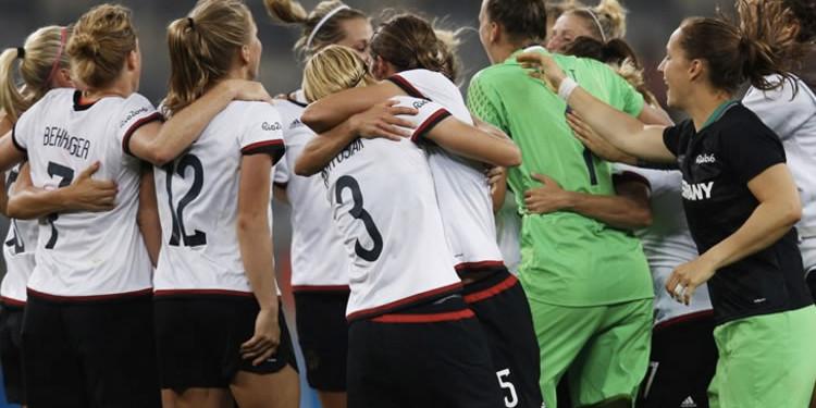 La Mannschaft en finale Olympique a sorti le maillot de compétition. Crédit FIFA. lesfeminines.fr