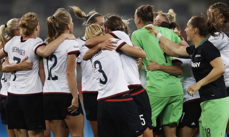 JO Rio 2016 – La Mannschaft a sorti son maillot de compétitrice. Qualifiée pour la finale Olympique.