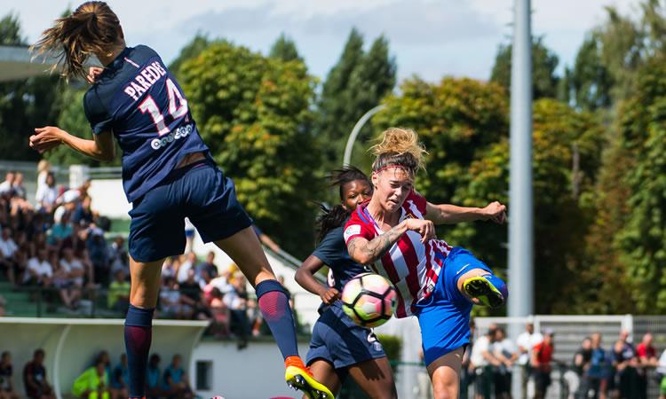 AtleticoMadrid face au PSG. La jeune Paredes, nouvelle recrue du PSG, espagnole, vient au duel. Crédit Gianni Pablo. Lesfeminines.fr