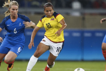 Amandine henry. Finaliste meilleur joueuse UEFA. Crédit FIFA. Lesfeminines.fr