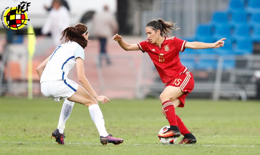Amical – Espagne (1-2) Angleterre. Trois buts de la 14′ à la 19′ dont deux coups francs.
