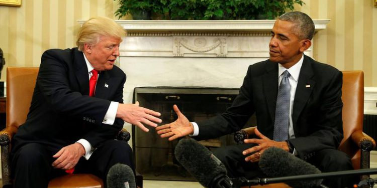 Donald Trump et Barack Obama. Deux contraires, une poignée de mains. D'abord américains. Lesfeminines.fr