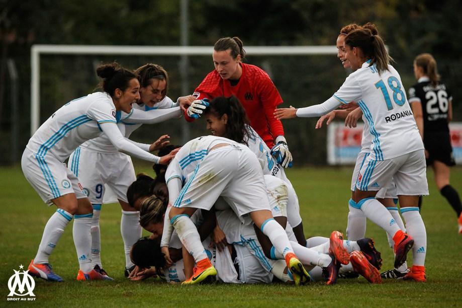 La joie des marseillaises après le but de Sandrine Bretigny (2-1) qui donne sa première victoire à l'OM. Crédit OM.net. lesfeminines.fr