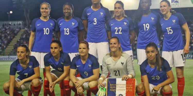 L'Equipe de France face à l'Afrique du Sud. Crédit fff. Lesfeminines.fr