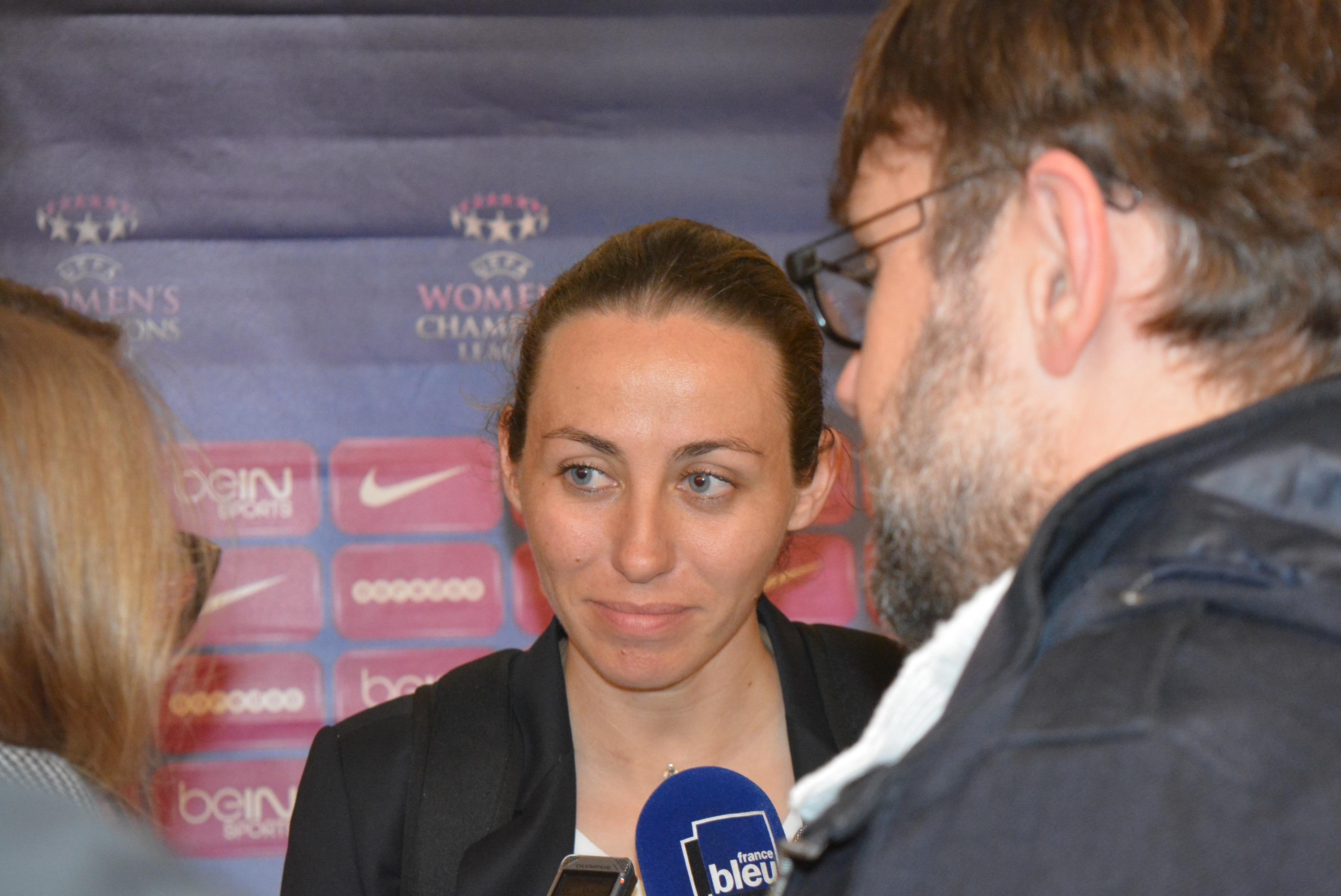 Sabrina Delannoy, capitaine emblématique du PSG en zone mixte. Crédit William Commegrain. Lesfeminines.fr