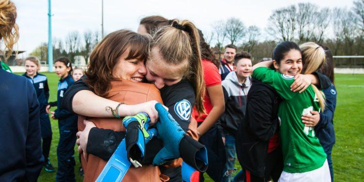 Fcf Henin-Beaumont reçoit l'Olympique Lyonnais. La Présidente dans les bras de sa fille.