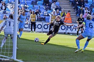 Eugènie Le Sommer, seule pour marquer son 3ème but. Seule, car elle a surpris son adversaire. Crédit OLWEB. Lesfeminines.fr