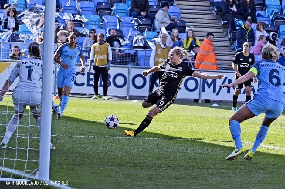 D1F – L'Olympique Lyonnais, Champion, Grand Maître du Jeu, s'impose 3-0 face au PSG.