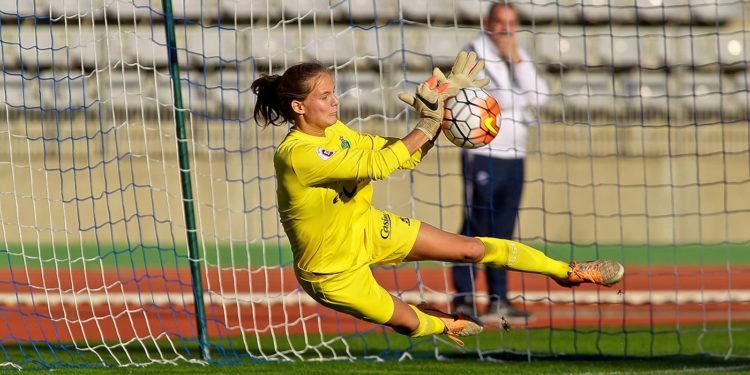 FOOTBALL D1 Féminines PSG / ST ETIENNE 3 - 0. Myléne CHAVAS, le dernier rempart. Crédit Patrick Vielcanet. Lesfeminines.fr