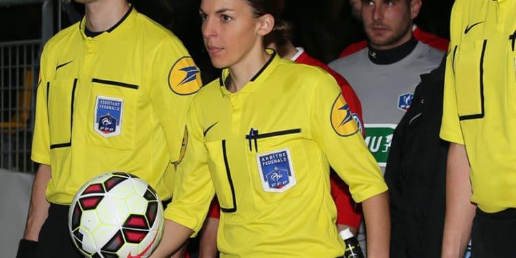 Stéphanie Frappart, arbitre de Ligue 2. Crédit ToursFC. lesfeminines.fr