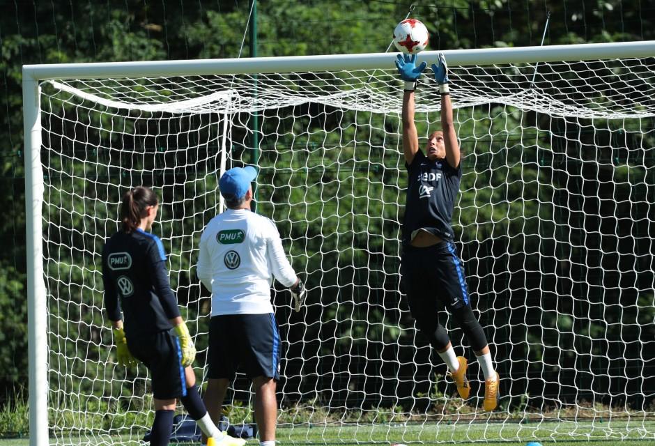 EURO 2017 – Les gardiennes de l'équipe de France au travail. Gardiennes en Championnat, ca va twister !
