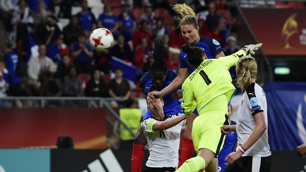 Equipe de France – Le plus beau but 2017, la tête égalisatrice d'Amandine Henry face à l'Autriche (1-1) lors de l'Euro 2017.