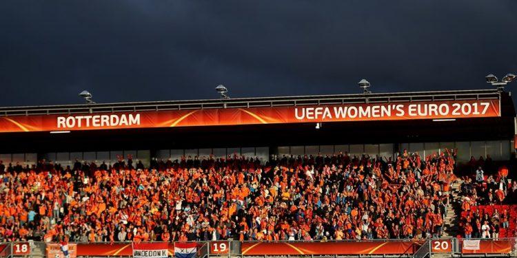 le public néerlandais à Rotterdam. Crédit UEFA. lesfeminines.fr