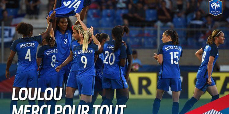 Source fff. L'equipe de France rend hommage à Louis Nicollin. Lesfeminines.fr