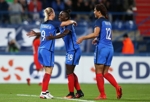 Equipe de France – France (1-0) Angleterre. Une France avec le frein à main. Le grand gagnant de la soirée est le public de la Hainaut, au niveau d'une CM 2019.