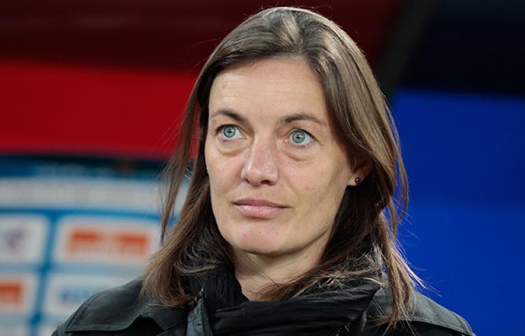 Les sélectionneurs français : Corinne Diacre (2017) pour relancer la machine des Bleues