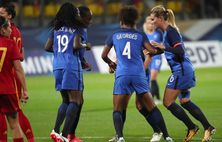 Equipe de France – La nouveauté 2017, la «danse des Sioux» française sur les corners lors de France-Espagne (3-1)