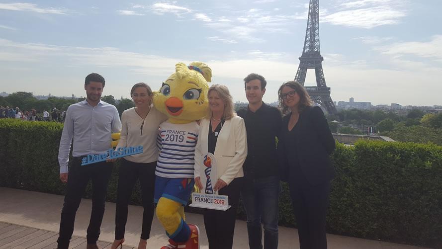 L'Equipe de la Mascotte Ettie avec Sabrina Delannoy et Brigitte Henriques. Crédit lesfeminines.fr