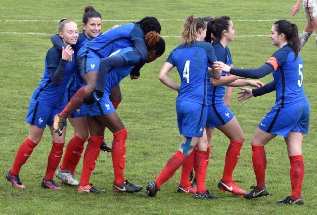 Sud Ladies Cup – Echauffement des Bleuettes (U20) face à Haïti (5-0), en préparation pour le Mondial.